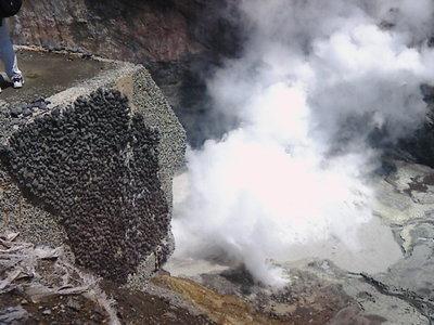 火山実習 火口 カメラ.JPG